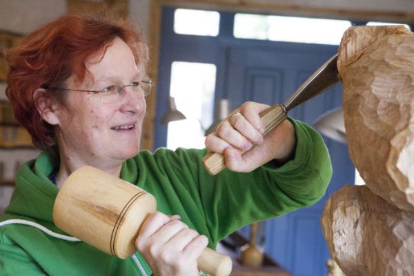 Felice Meer, Bildhauerin, Arbeit am Grabmal